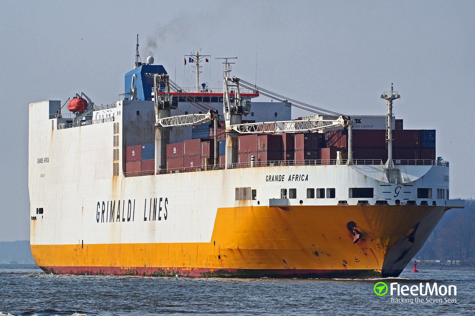 Car carrier Grande Africa vs. river tanker Leonardo, Western Scheldt