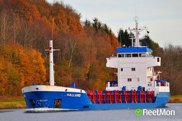 //photos.fleetmon.com/vessels/halland_8518558_2672517_Large.jpg