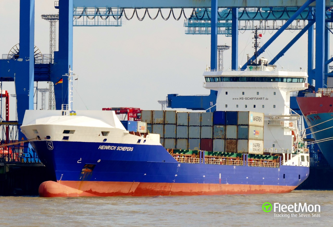 Grounded feeder HEINRICH SCHEPERS blocked Kiel Canal
