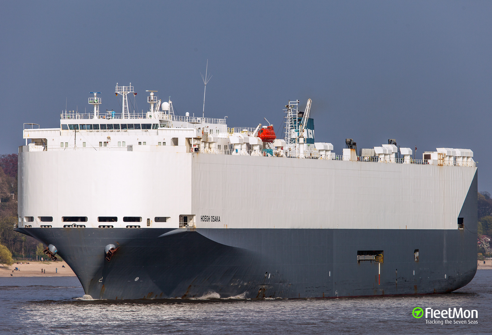 Car carrier Hoegh Osaka refloated