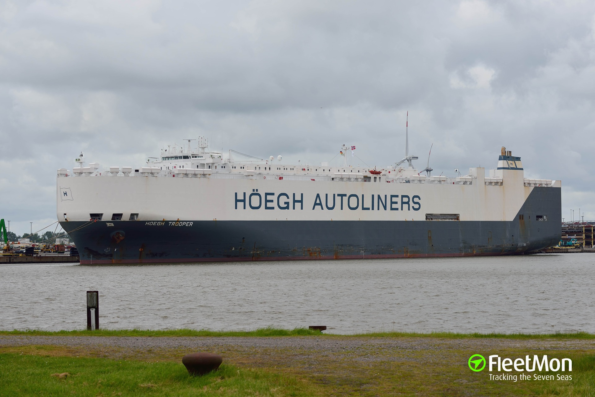 Car carrier HOEGH TROOPER showing character