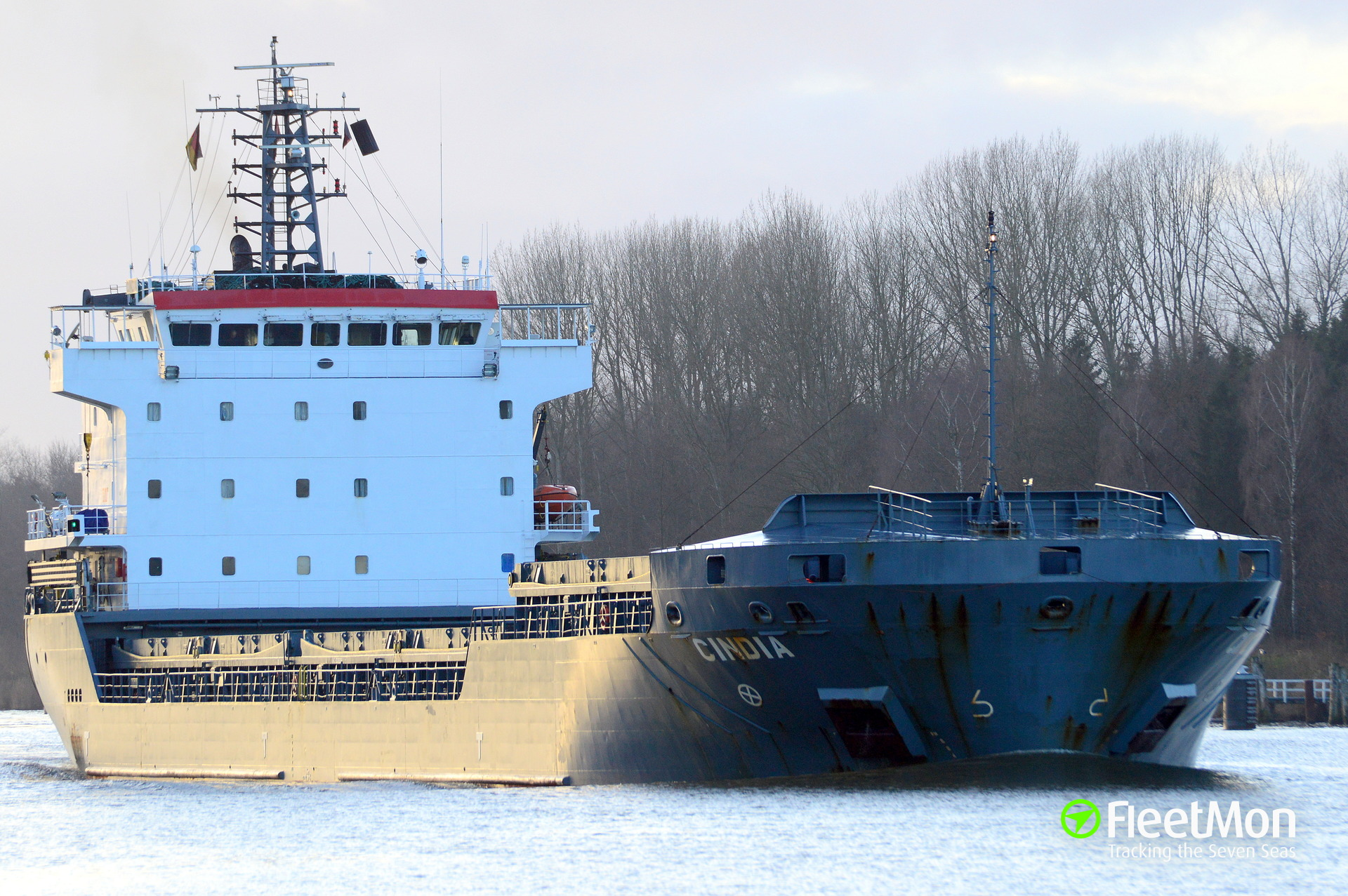 General cargo vessel HONOR towed to Curacao