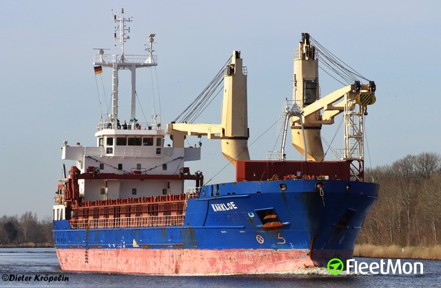 Disabled freighter loaded with ammonium nitrate in English Channel
