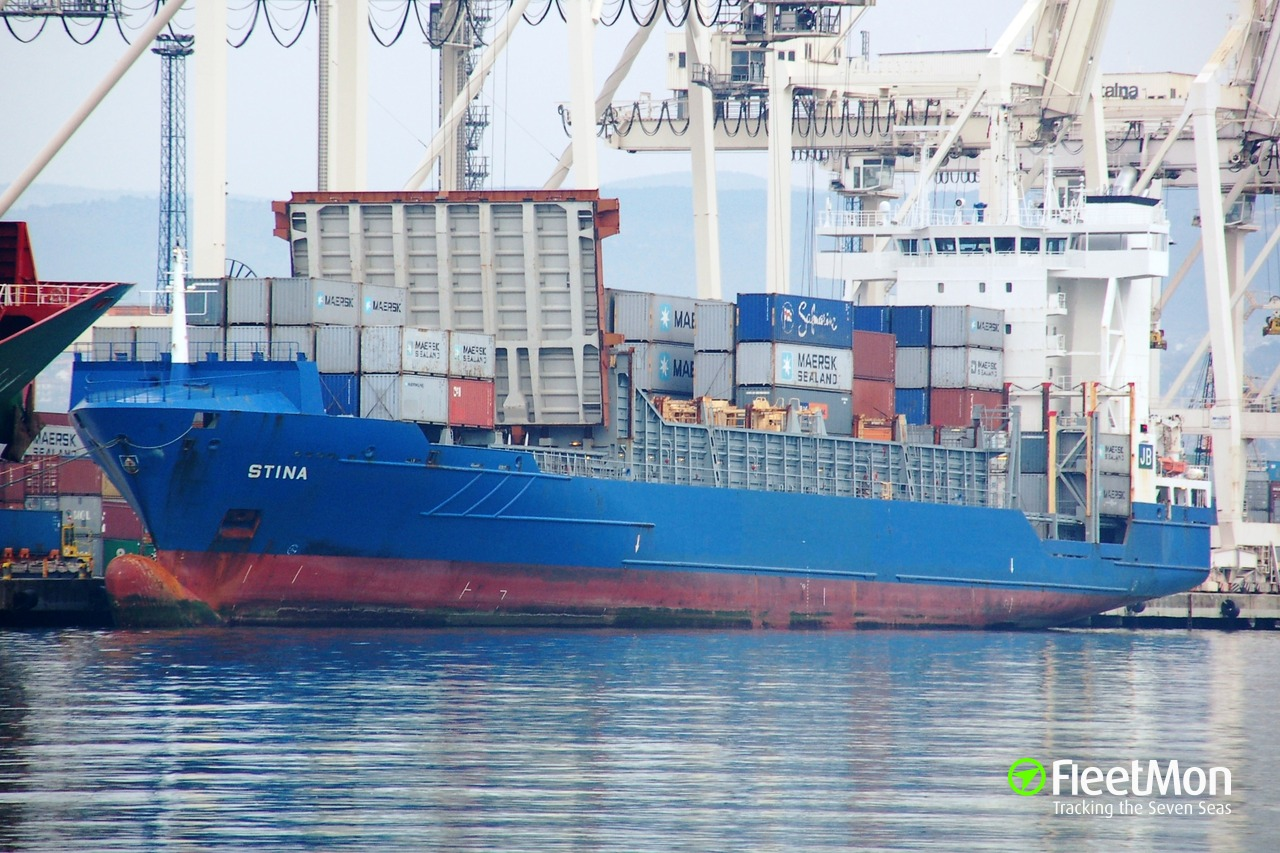 Container ship oil spill, Piraeus