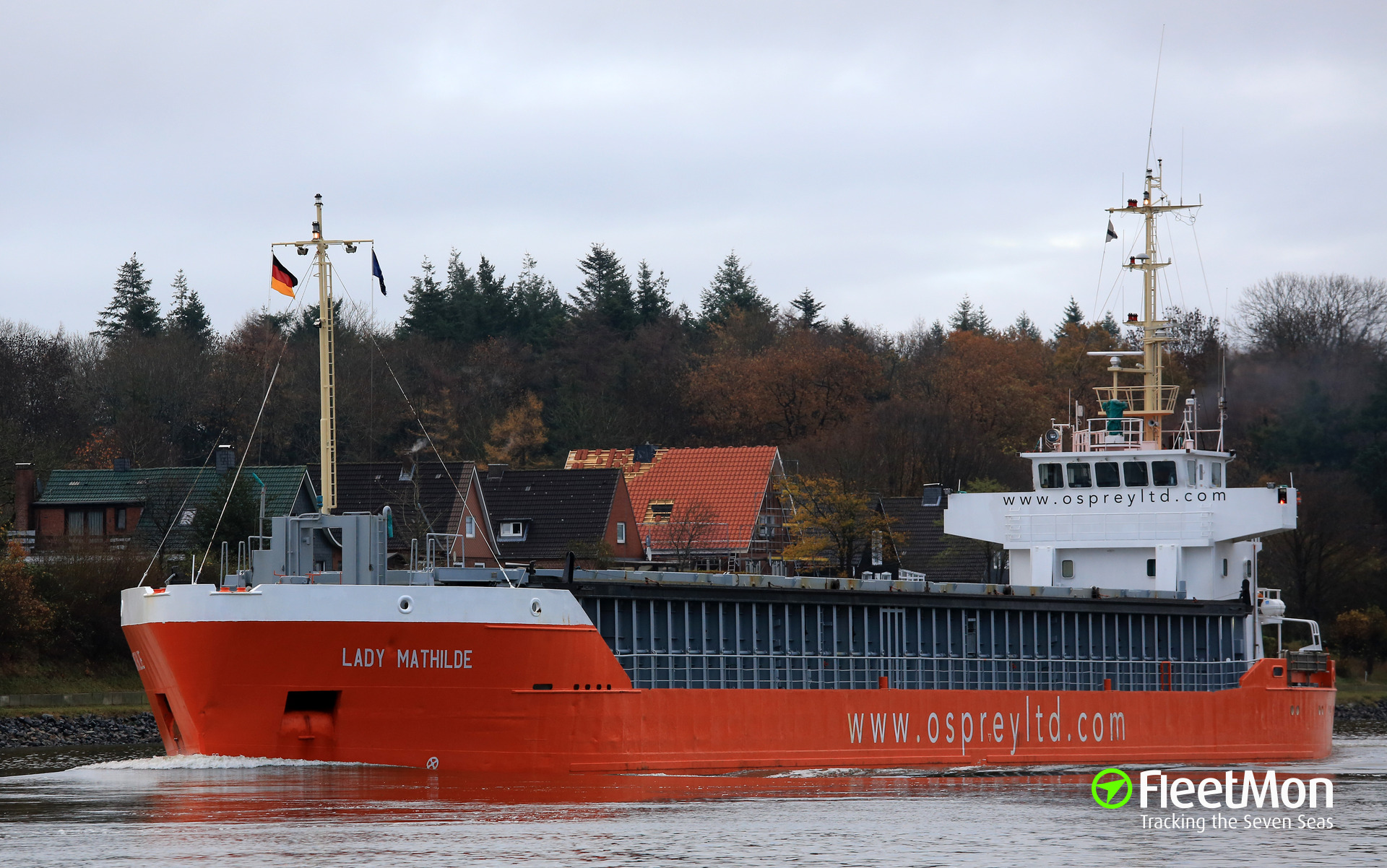LADY MATHILDE contacted bottom, Kiel Canal