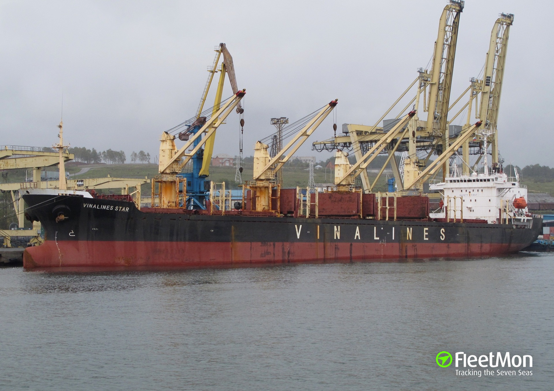 Vinalines freighter arrested in Chittagong, company protests arrest turned to Vietnam Government