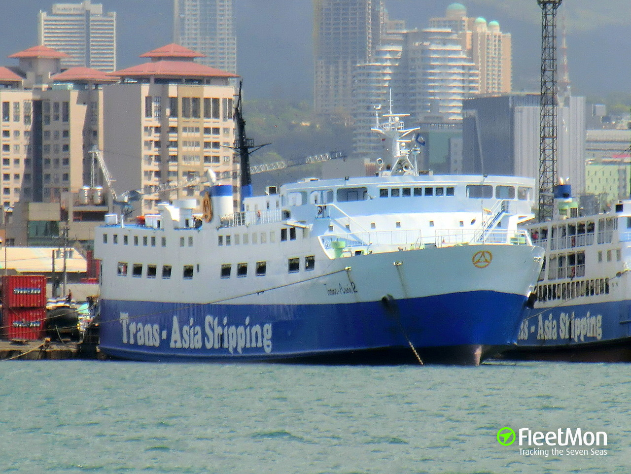 Ferry TRANS-ASIA 2 disabled by ropes, 619 passengers evacuated