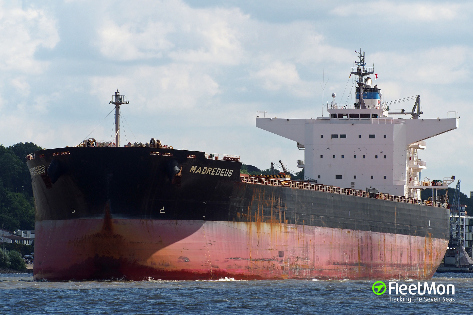 Fishing boat owners accuse bulker MADREDEUS in hit and run