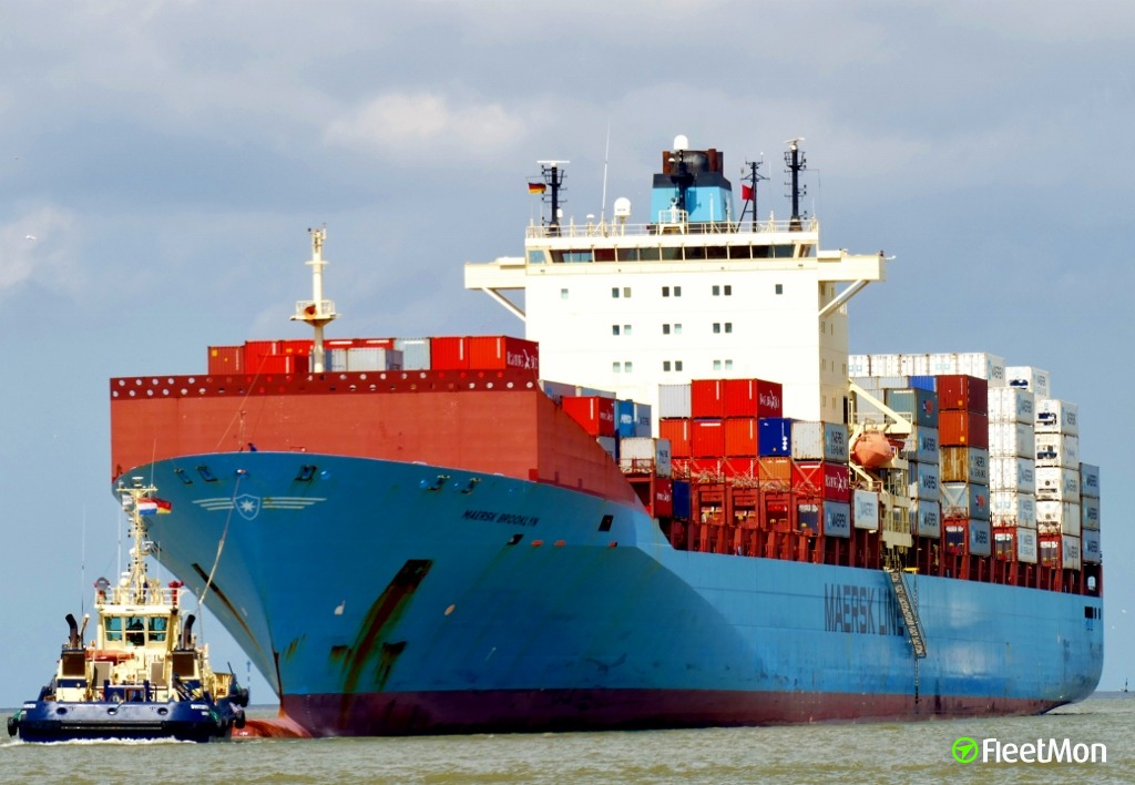 Maersk boxship disabled in English Canal