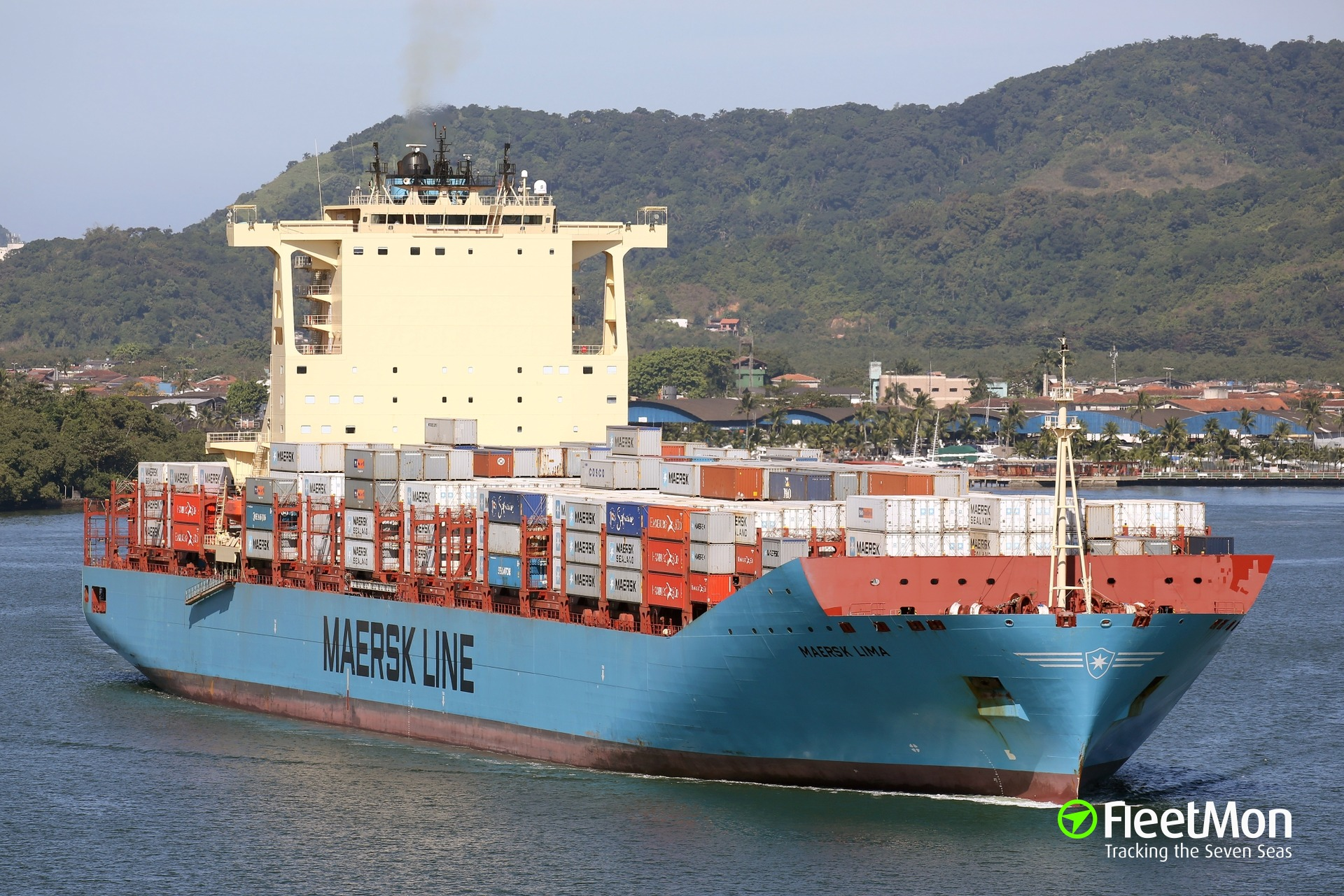 Four containers fell into water from boxship MAERSK LIMA, Brazil