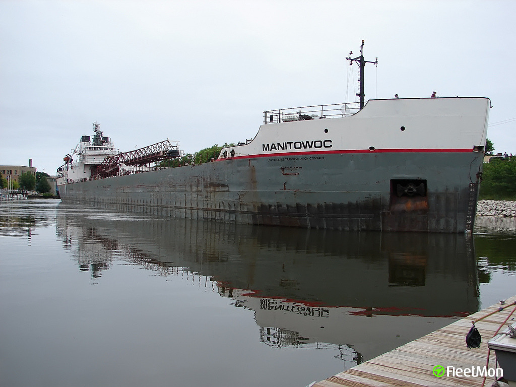 Bulk carrier Manitowoc suspect in bridge hit, Great Lakes