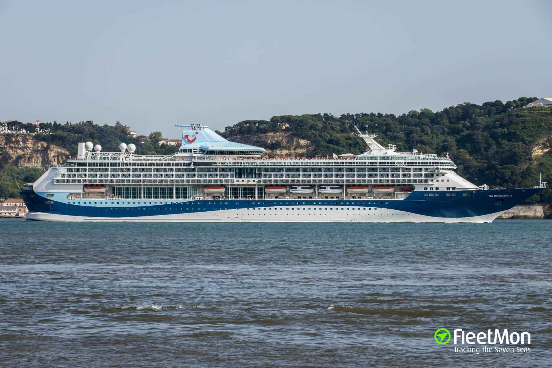   Cruise ship MARELLA DISCOVERY 2 disabled in Venice historic center