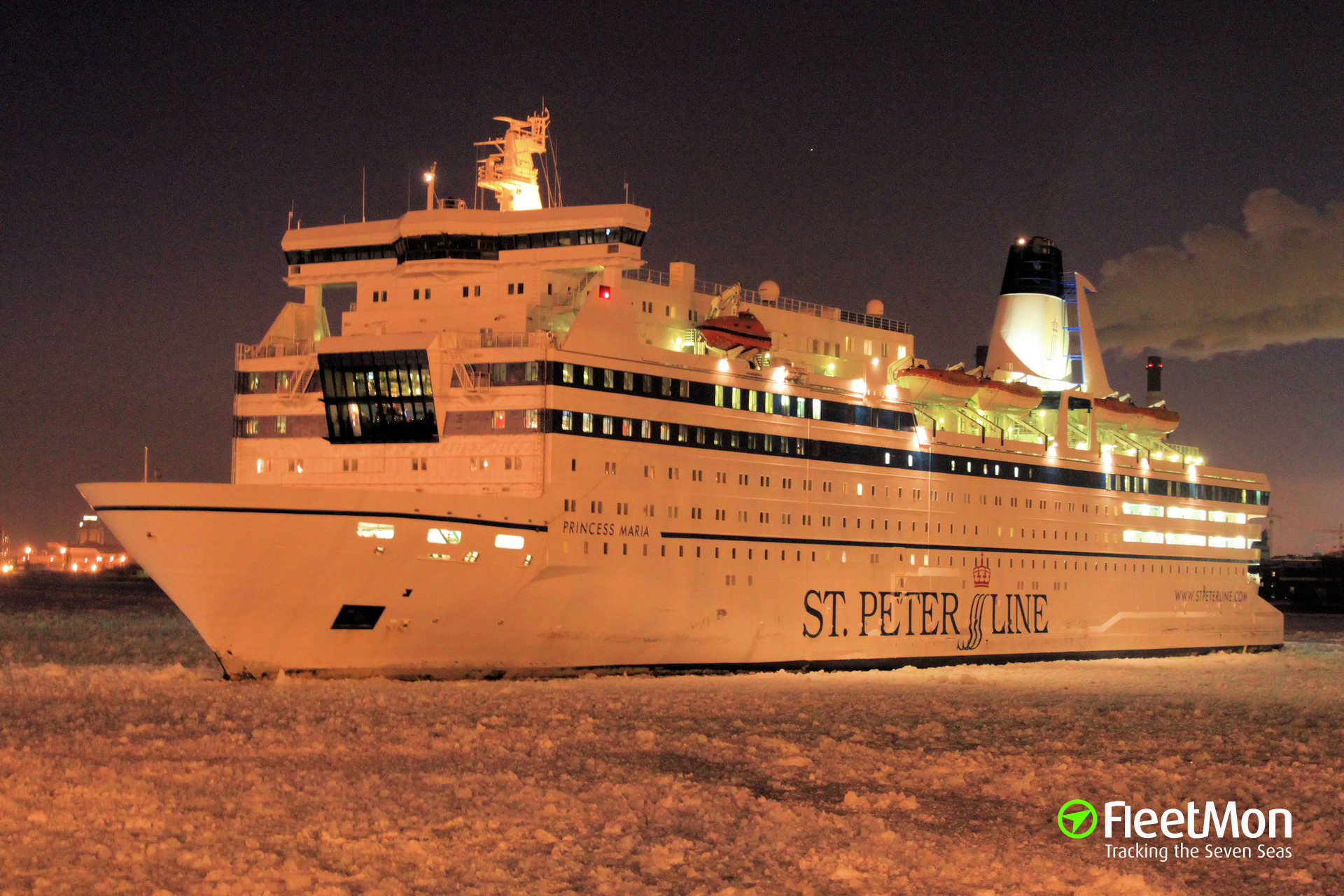 Ferry PRINCESS MARIA allided with icebreaker Mudyug, S-Petersburg