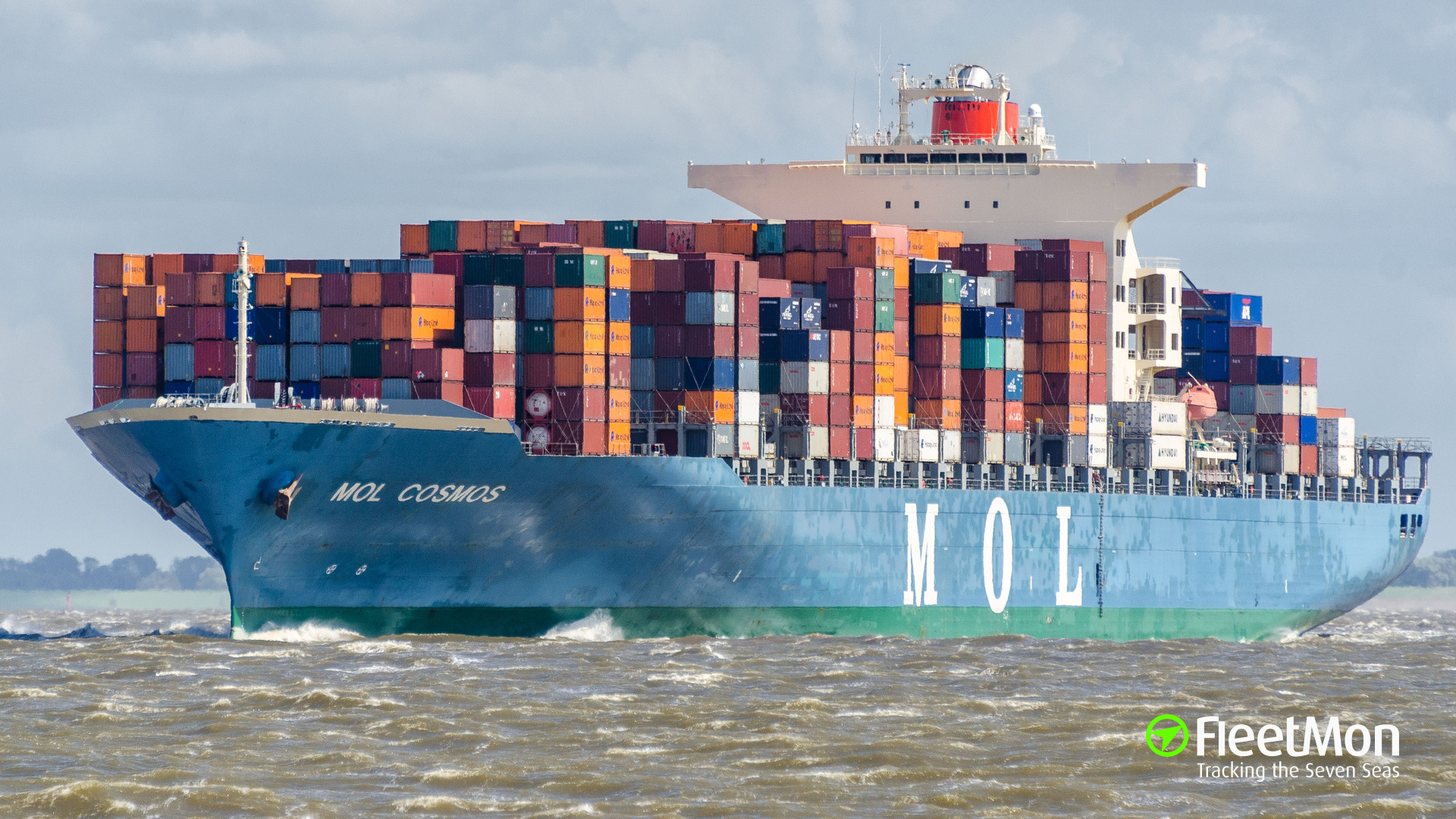 Boxship MOL Cosmos in trouble in Arabian sea