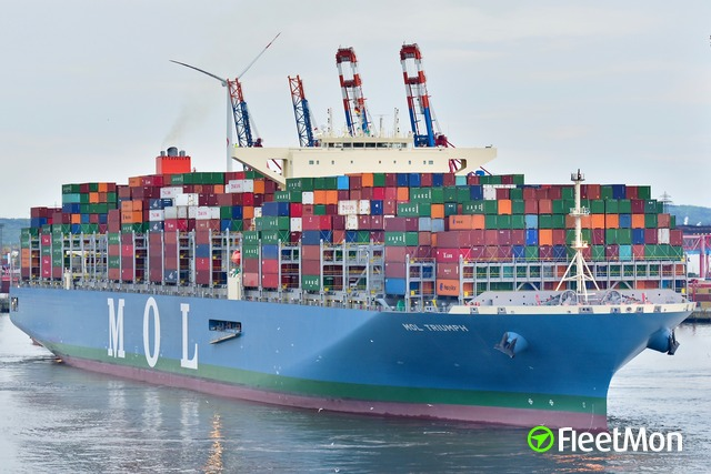 "Port of Hamburg is awaiting the 20.170 TEU Boxship ""MOL Triumph"""