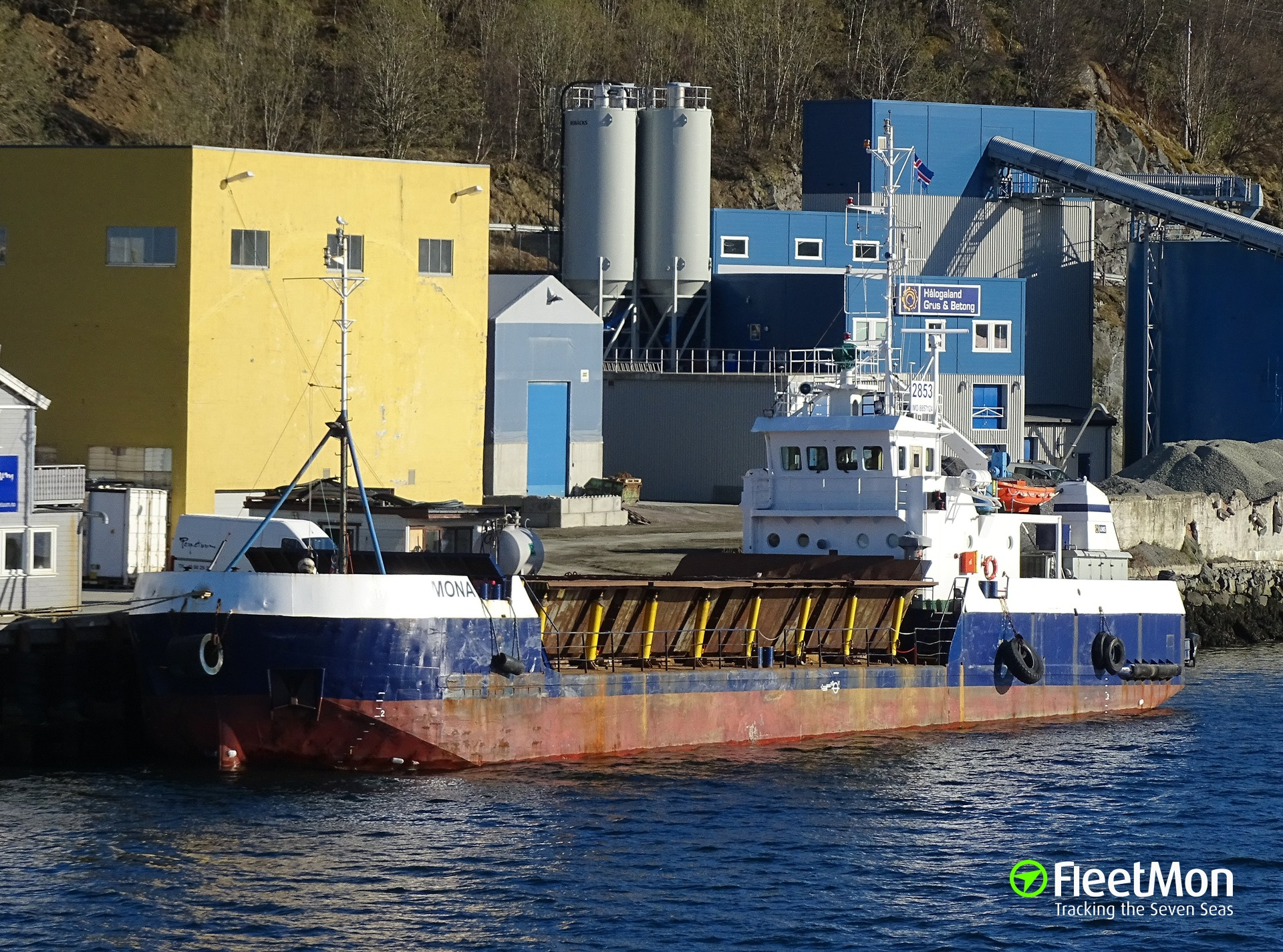 General cargo vessel MONA grounding