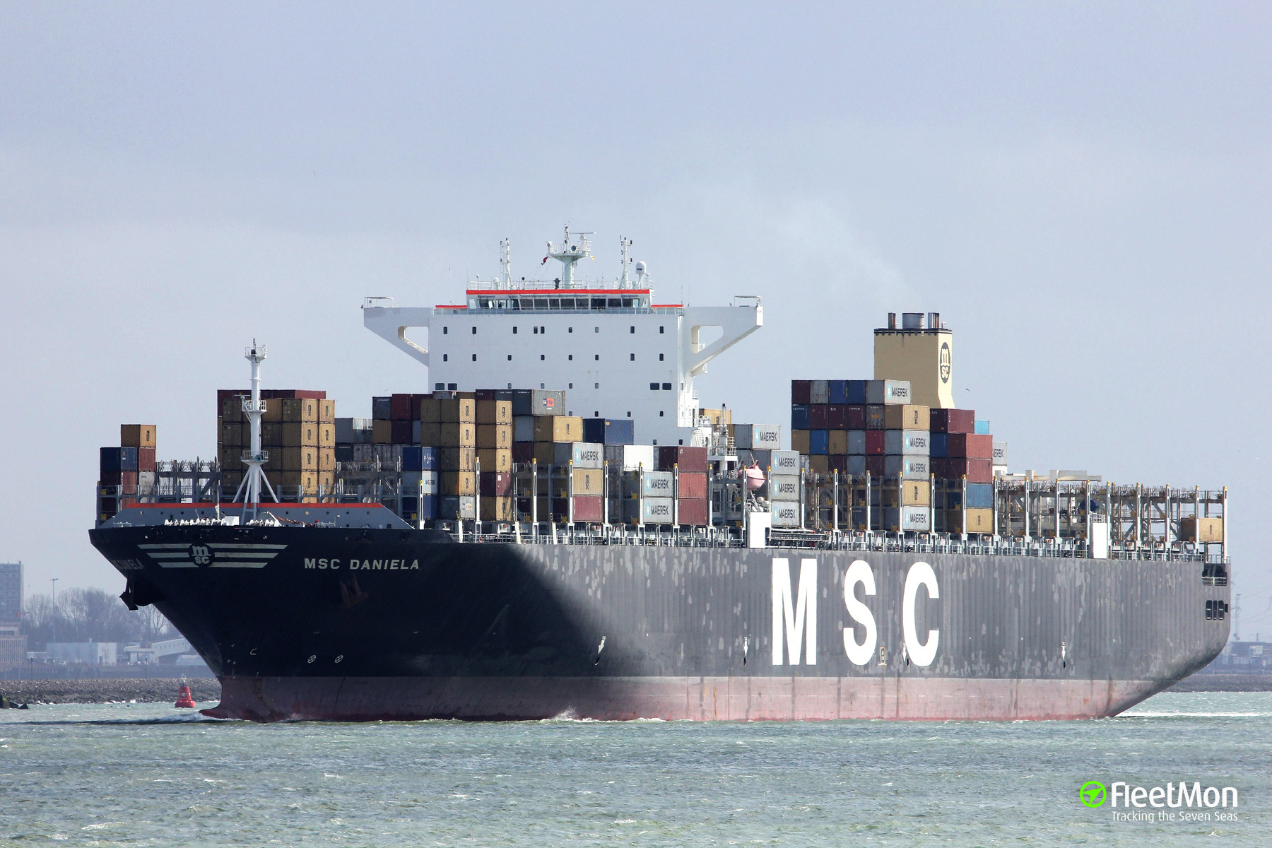 5 containers fell from ultra large boxship, Los Angeles