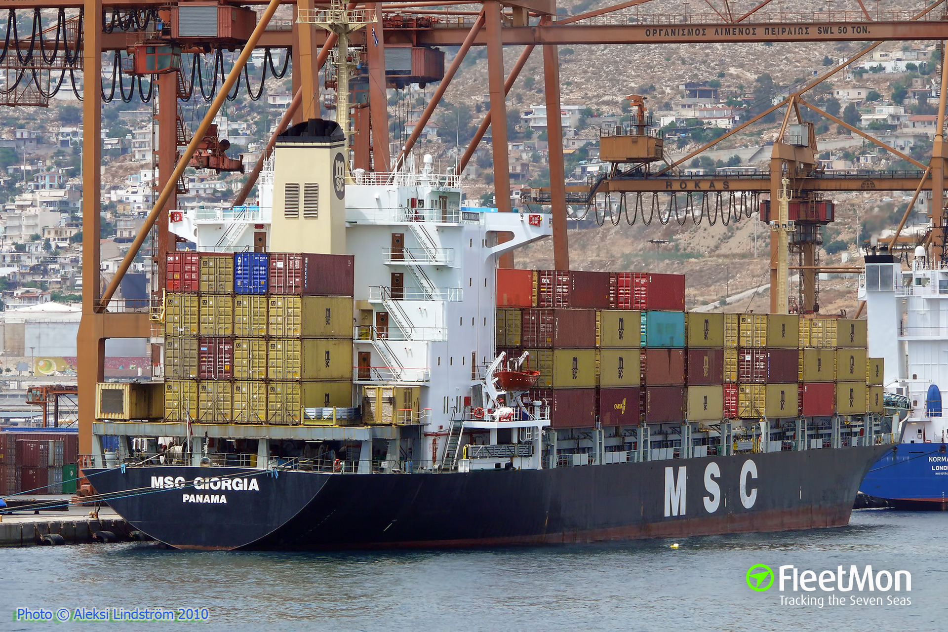 Boxship MSC Giorgia anchored in Dardanelles with engine problem