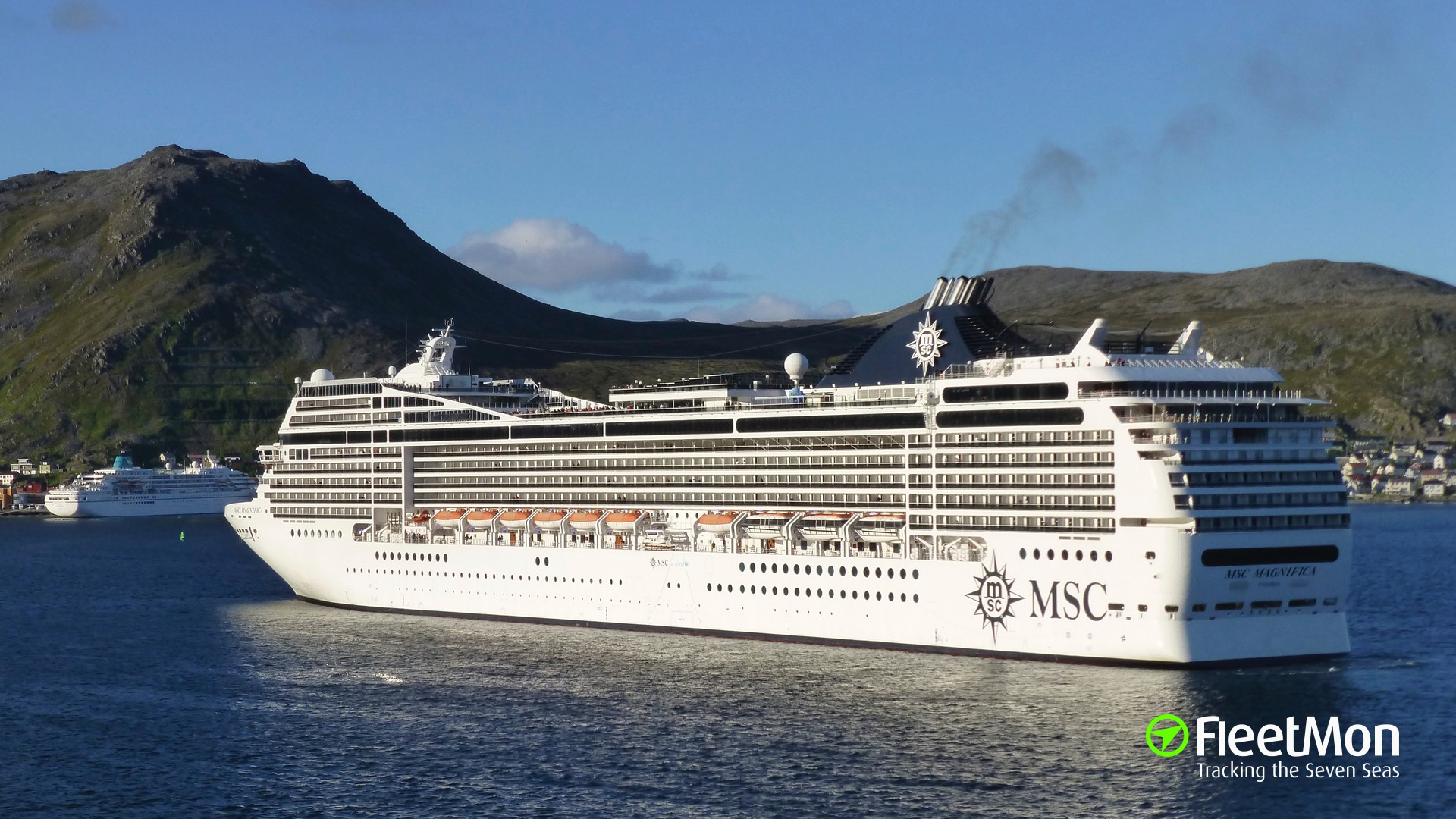 Cruise liner MSC MAGNIFICA allided with breakwater, Piraeus