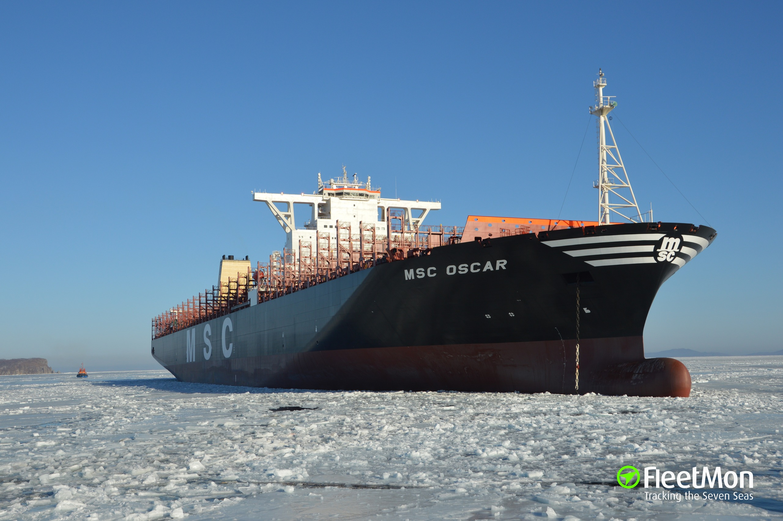 World's largest container ship MSC Oscar in Felixstowe - BBC News