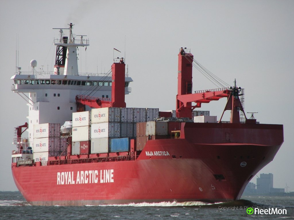 Naja Arctica crew praised for quick fire response