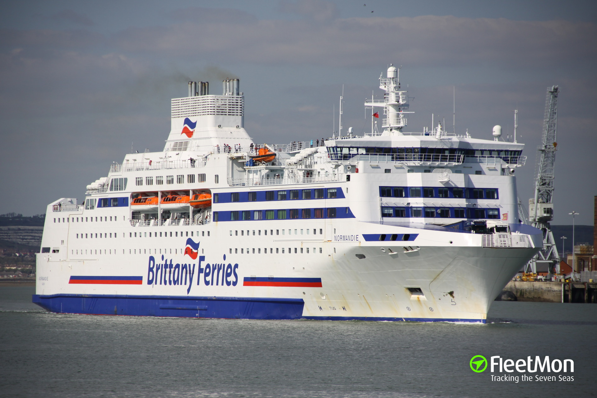 Ferry NORMANDIE power loss, 4 crew suffered burns, 2 serious