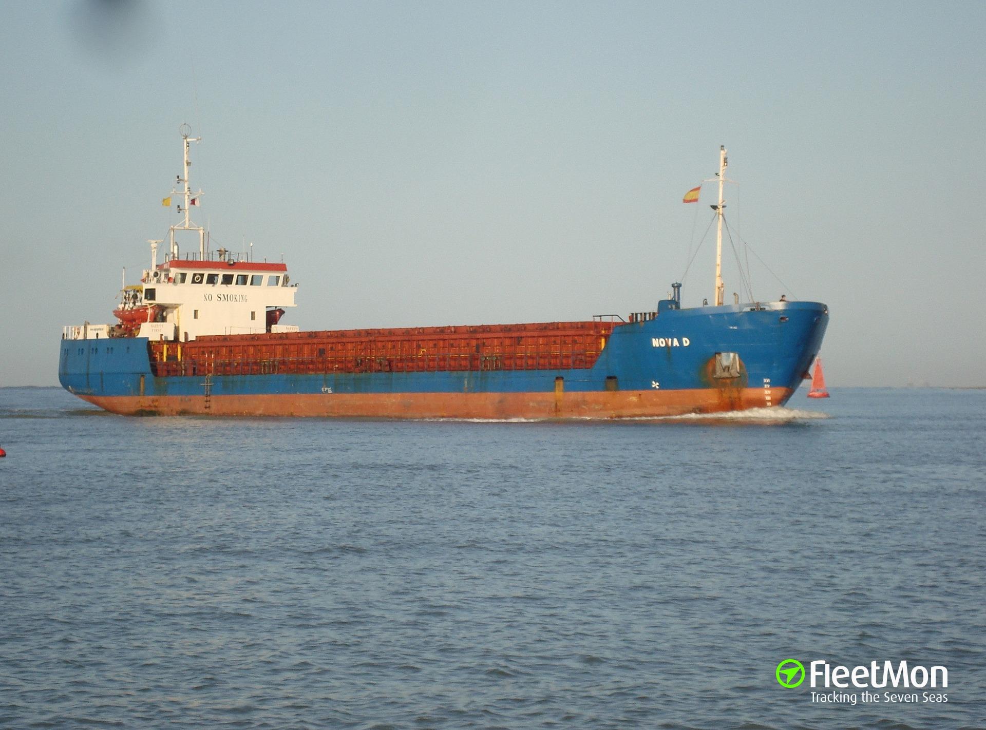 Turkish freighter Nova D aground in Eregli