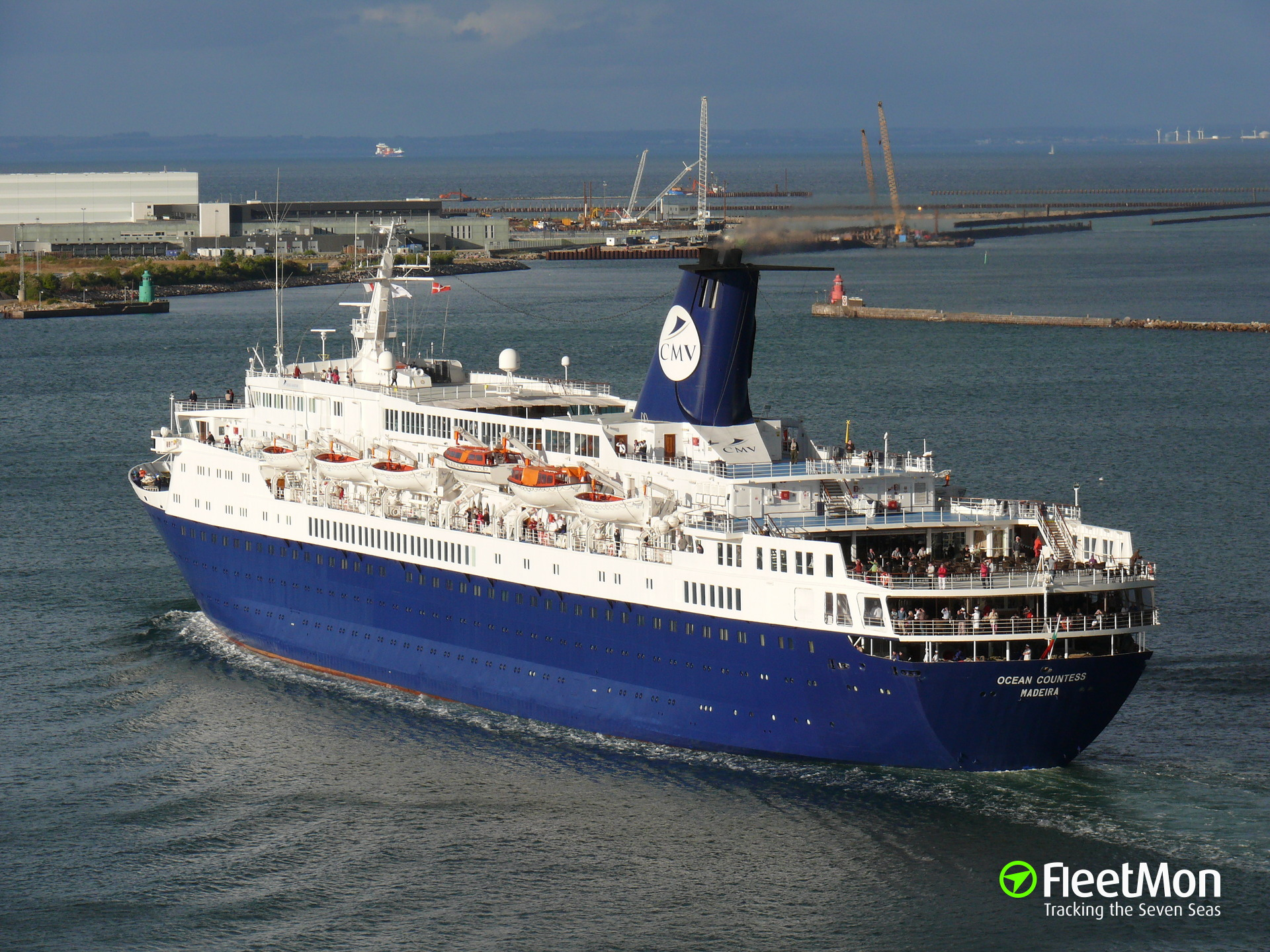 Cruiser liner Ocean Countess on fire, Greece