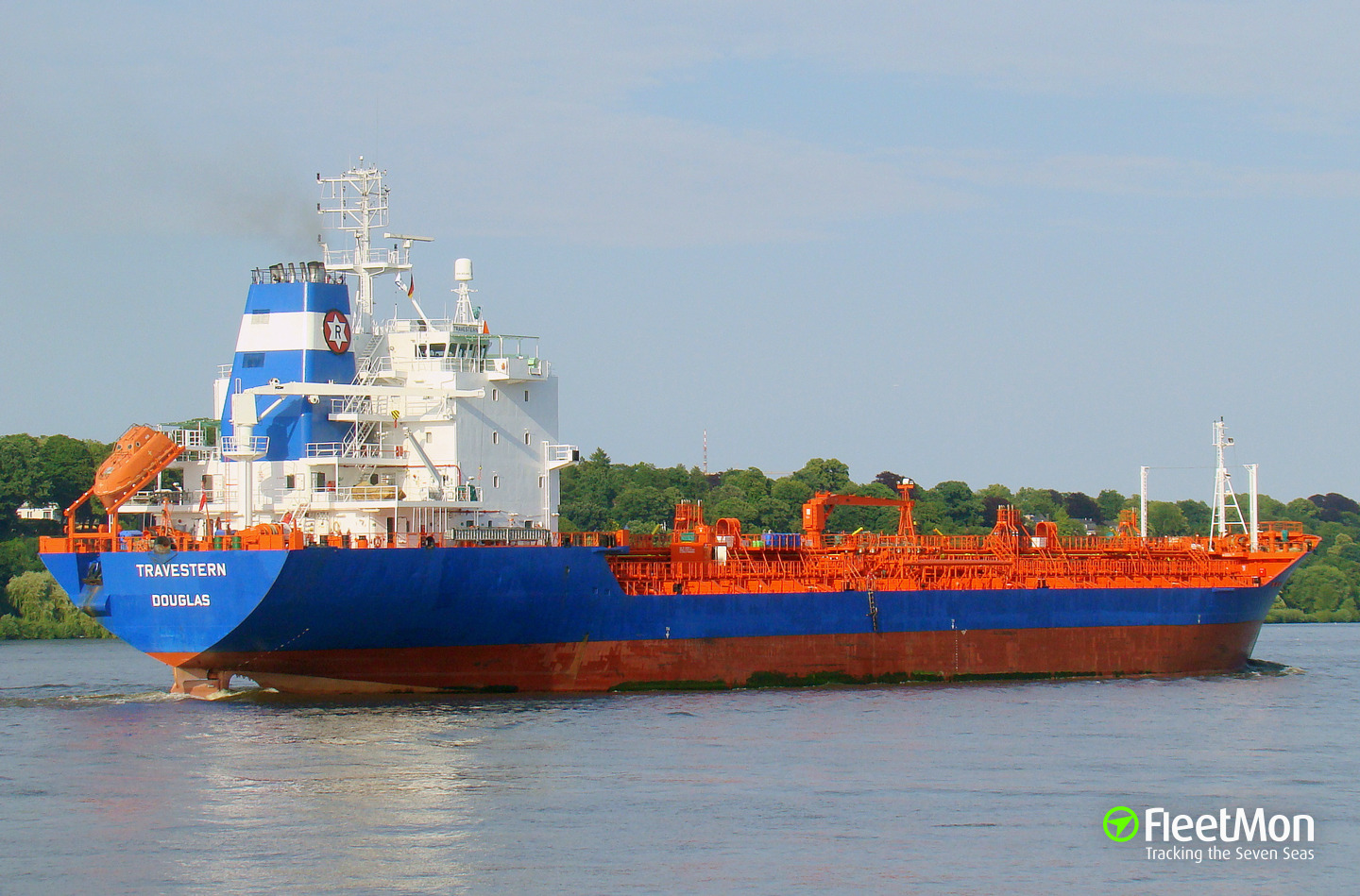 Tanker TRAVESTERN grounding in St. Lawrence