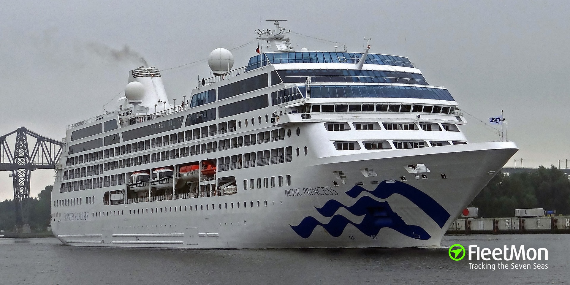 Cruise ship PACIFIC PRINCESS hit breakwater in Nice, cruise cancelled