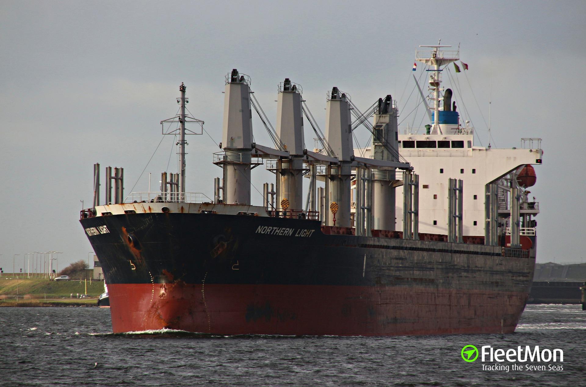 Bulk carrier Northern Light still aground