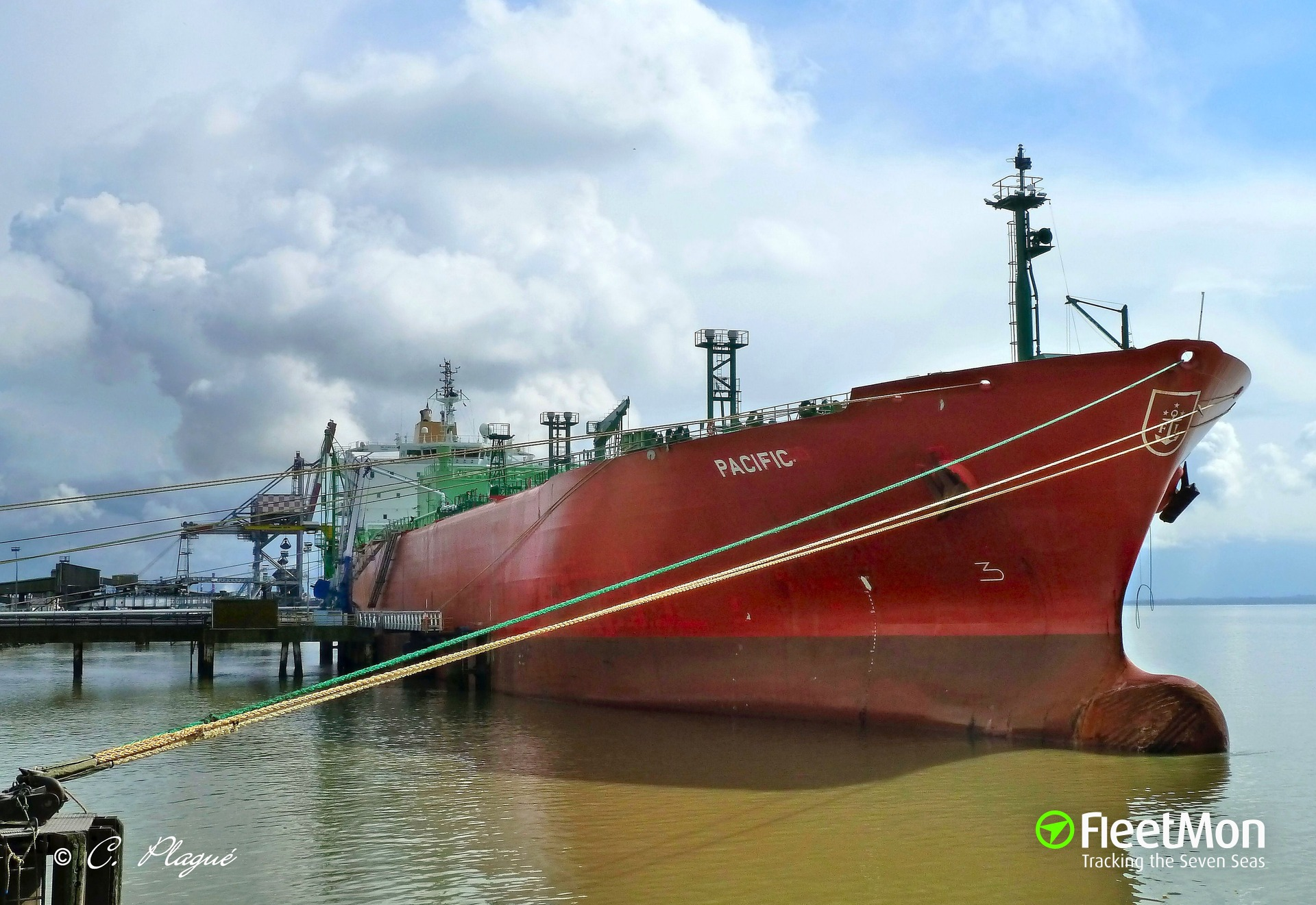 Gas carrier aground, SEA Update refloated