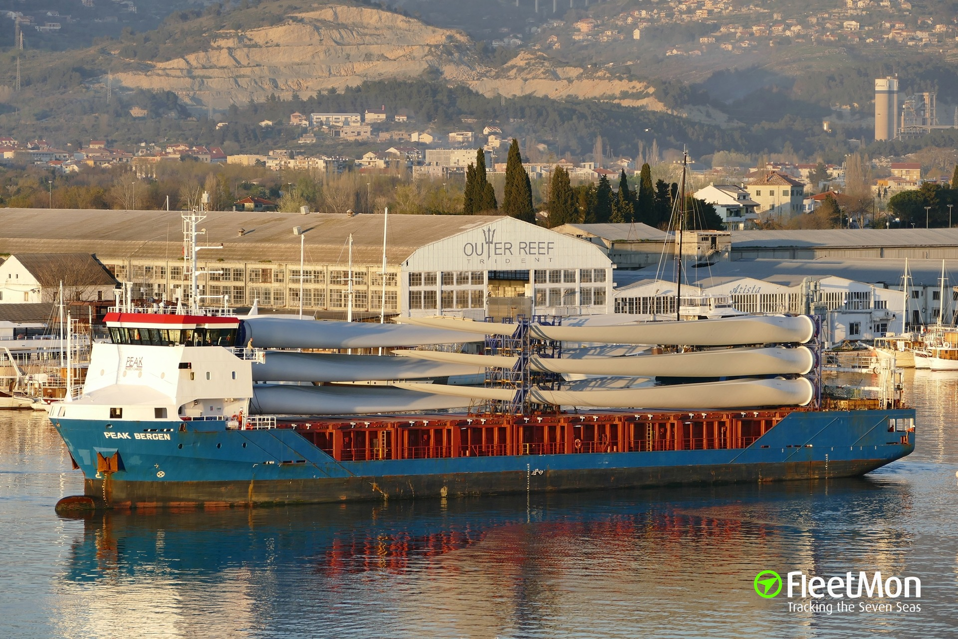 Grounded Dutch freighter ABIS BERGEN blocked Rostock, Master found drunk