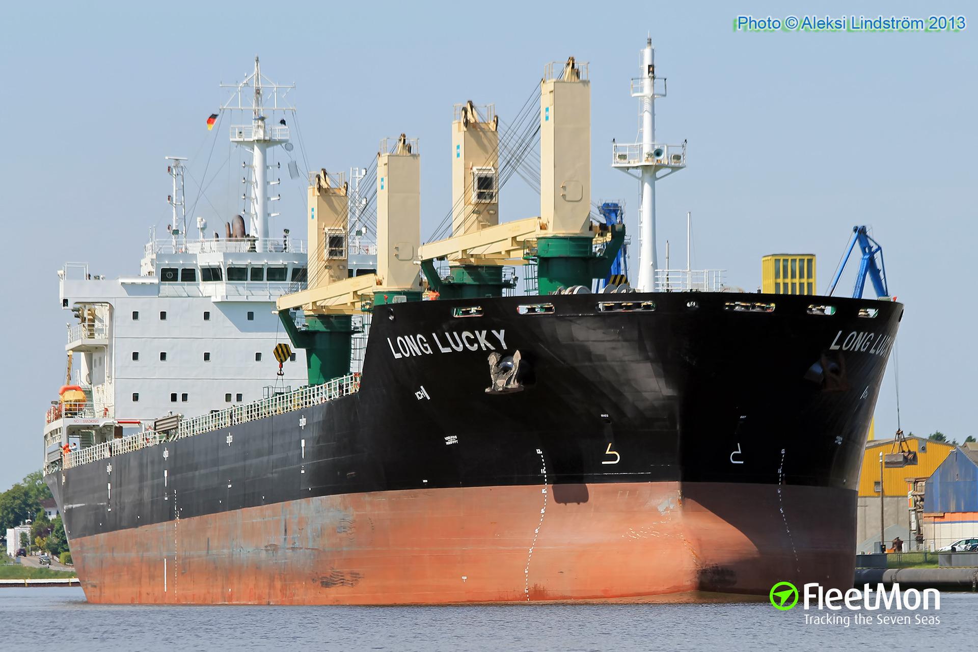 Bulk carrier Long Lucky allided with lock's gate in Kiel-Holtenau