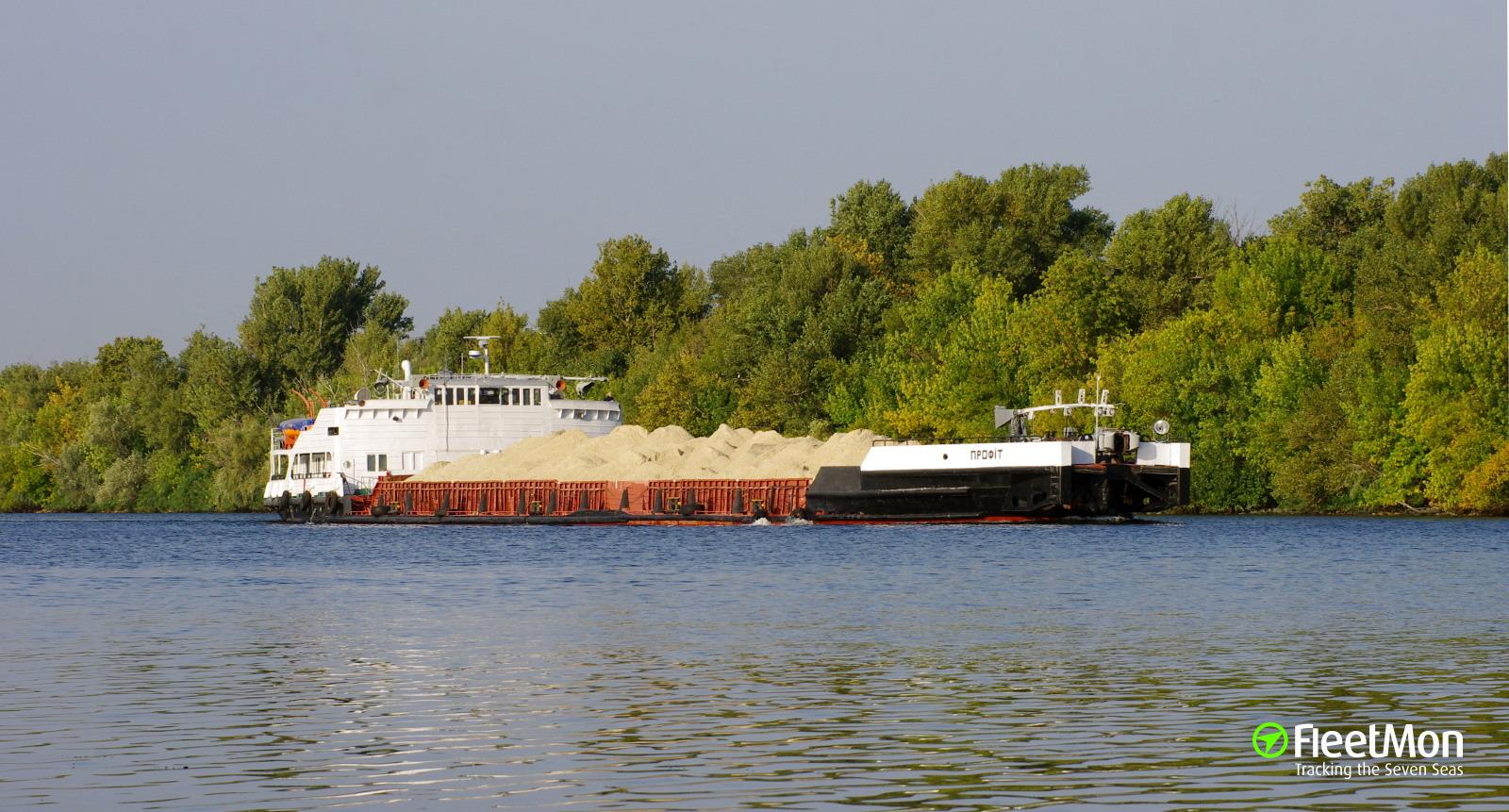 """""""Все! Приплыли!"""", - в Запорожье судно с тысячами тонн щебня получило пробоины и село на мель - Цензор.НЕТ 401"""