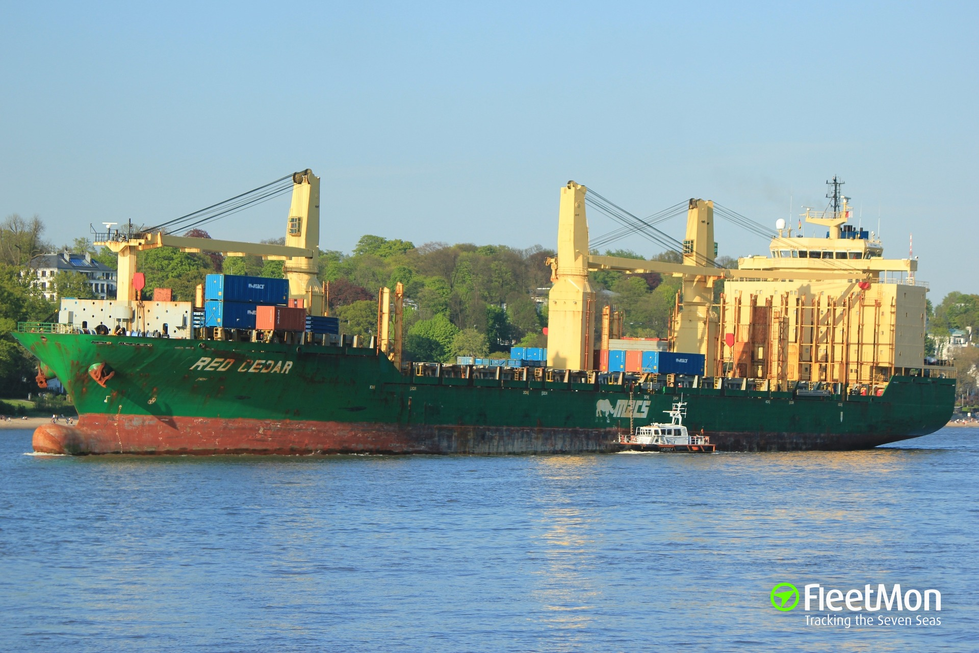Container ship RED CEDAR lost 15 containers, seems troubled