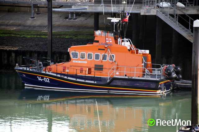 //photos.fleetmon.com/vessels/rnlb-esme-anderson_0_731870_Large.jpg