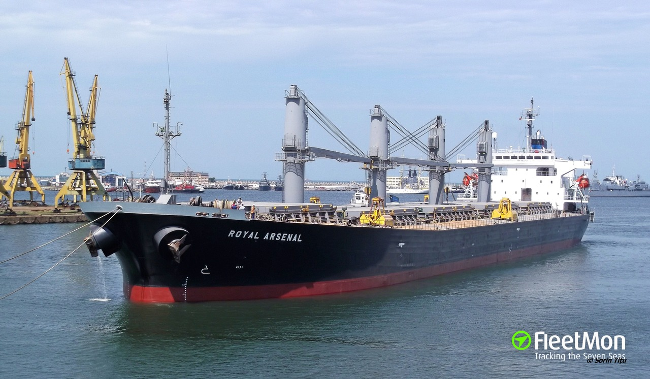 Iraqi service ship sank in collision with bulk carrier, 4 dead 7 missing