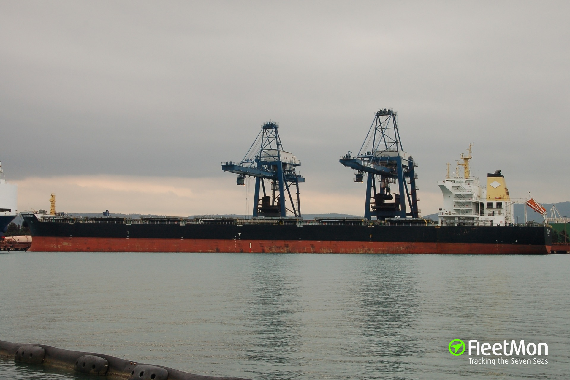 Bulk carrier JOHANNES WULFF aground