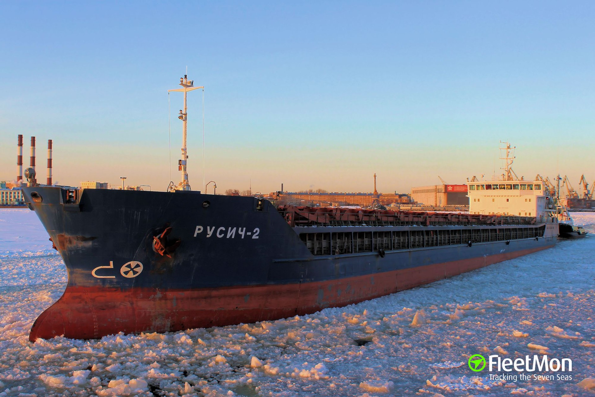 Disabled freighter allided with two other freighters, Azov