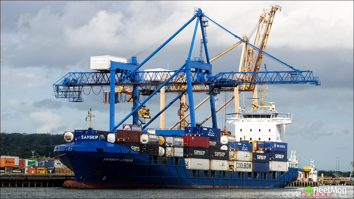 Container ship SAMSKIP EXPRESS troubled in English Canal