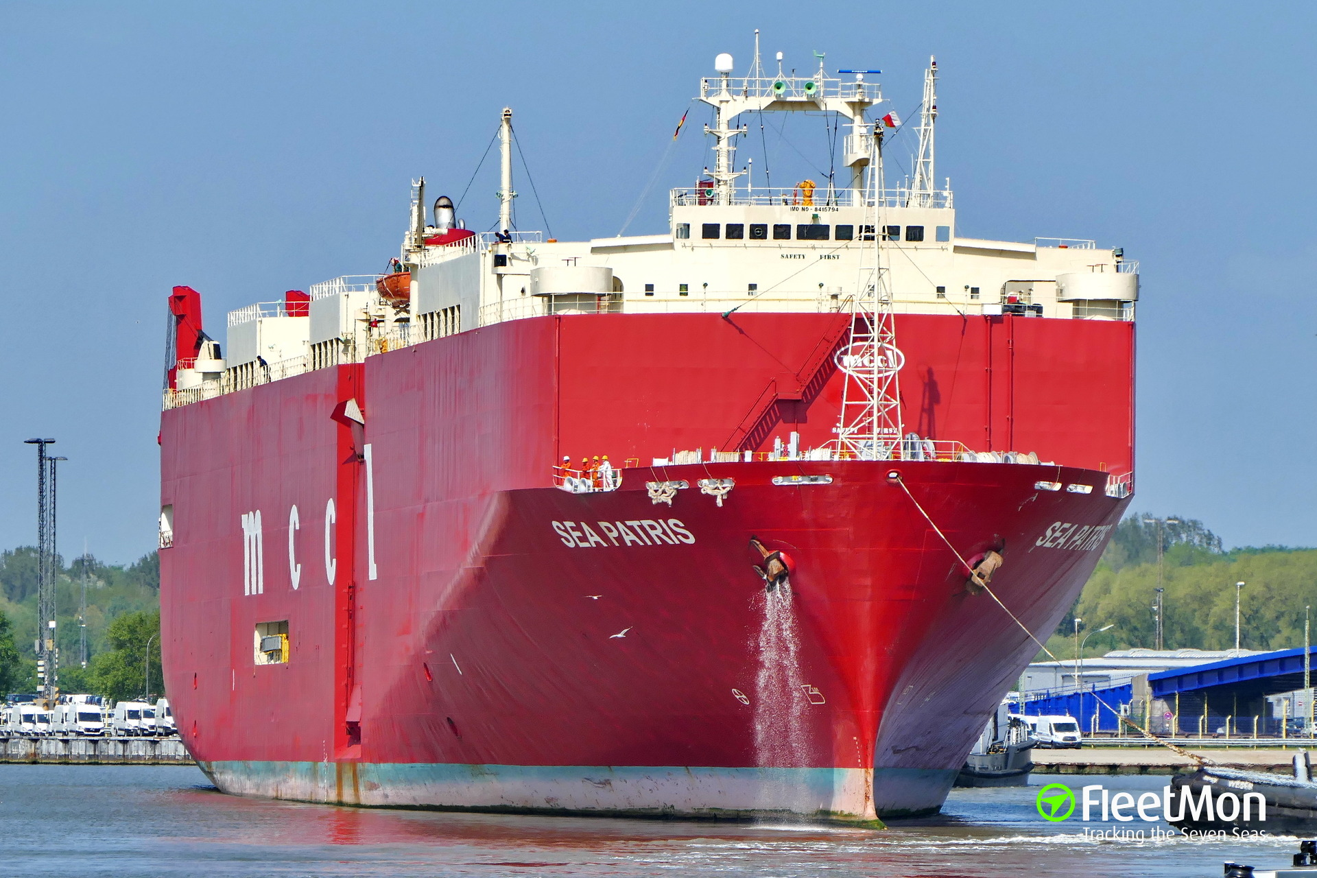 Disabled car carrier Franconia towed to Perama, Greece
