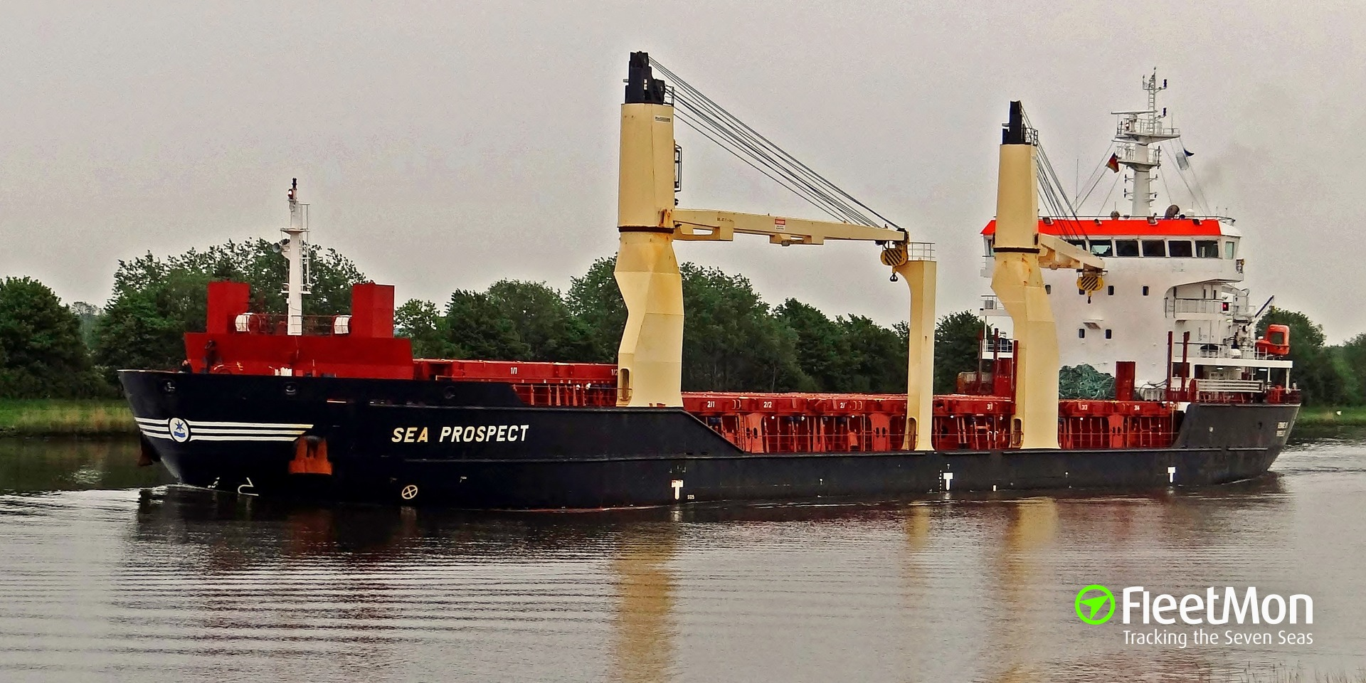 Disabled freighter towed to Cherbourg, English Canal