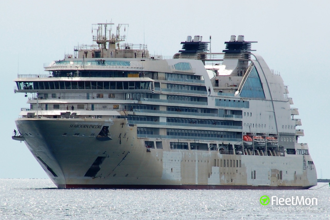 Cruise ship SEABOURN ENCORE allided with freighter, NZ