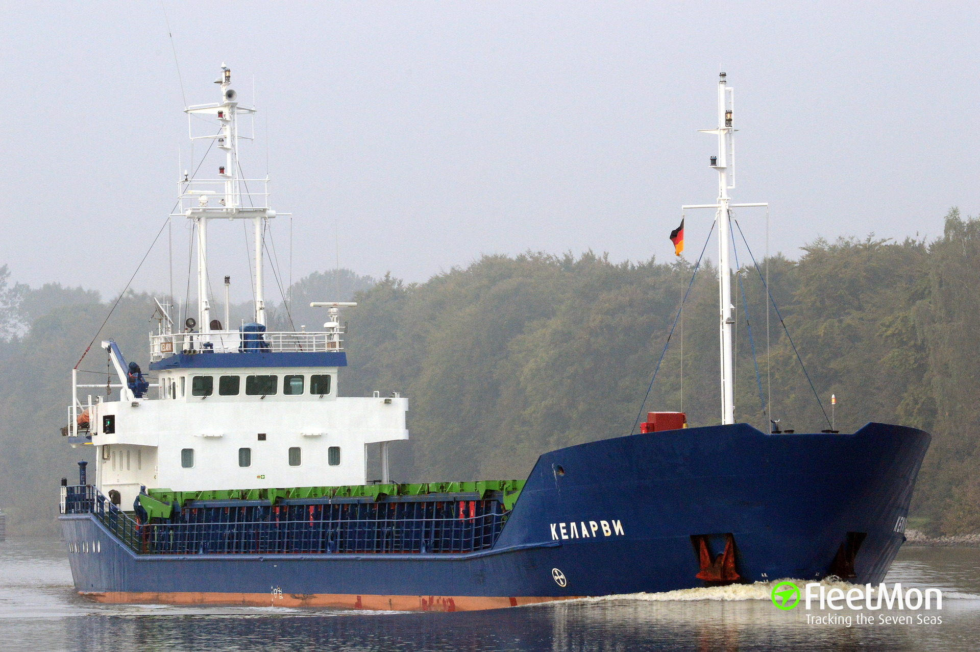 Freighter Kelarvi anchored after engine trouble, Cuxhaven
