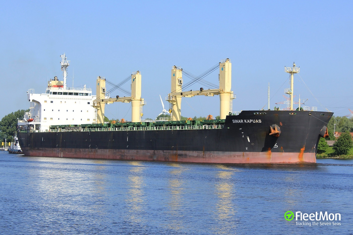 Aframax Alyarmouk vs. bulk carrier Sinar Kapuas, Singapore. 4500 tons of crude oil spilled.
