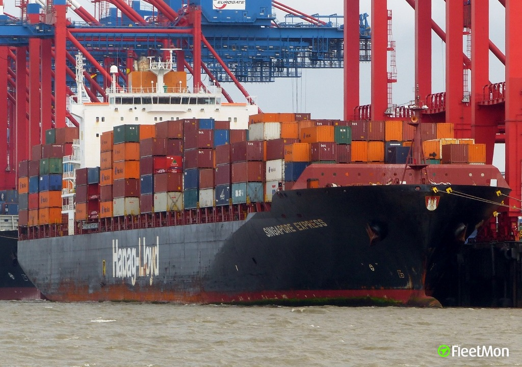 Pilot fell in water and died after taking container ship out, Lisbon