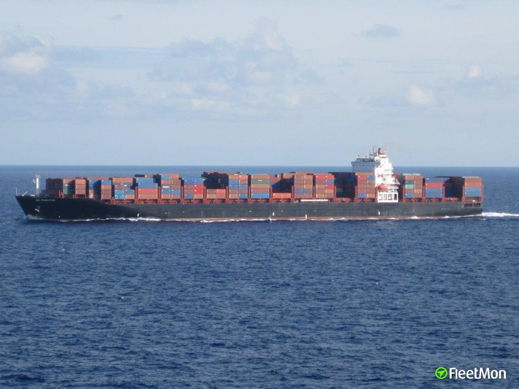 Boxship RHL Fidelitas out of service after engine room flooding