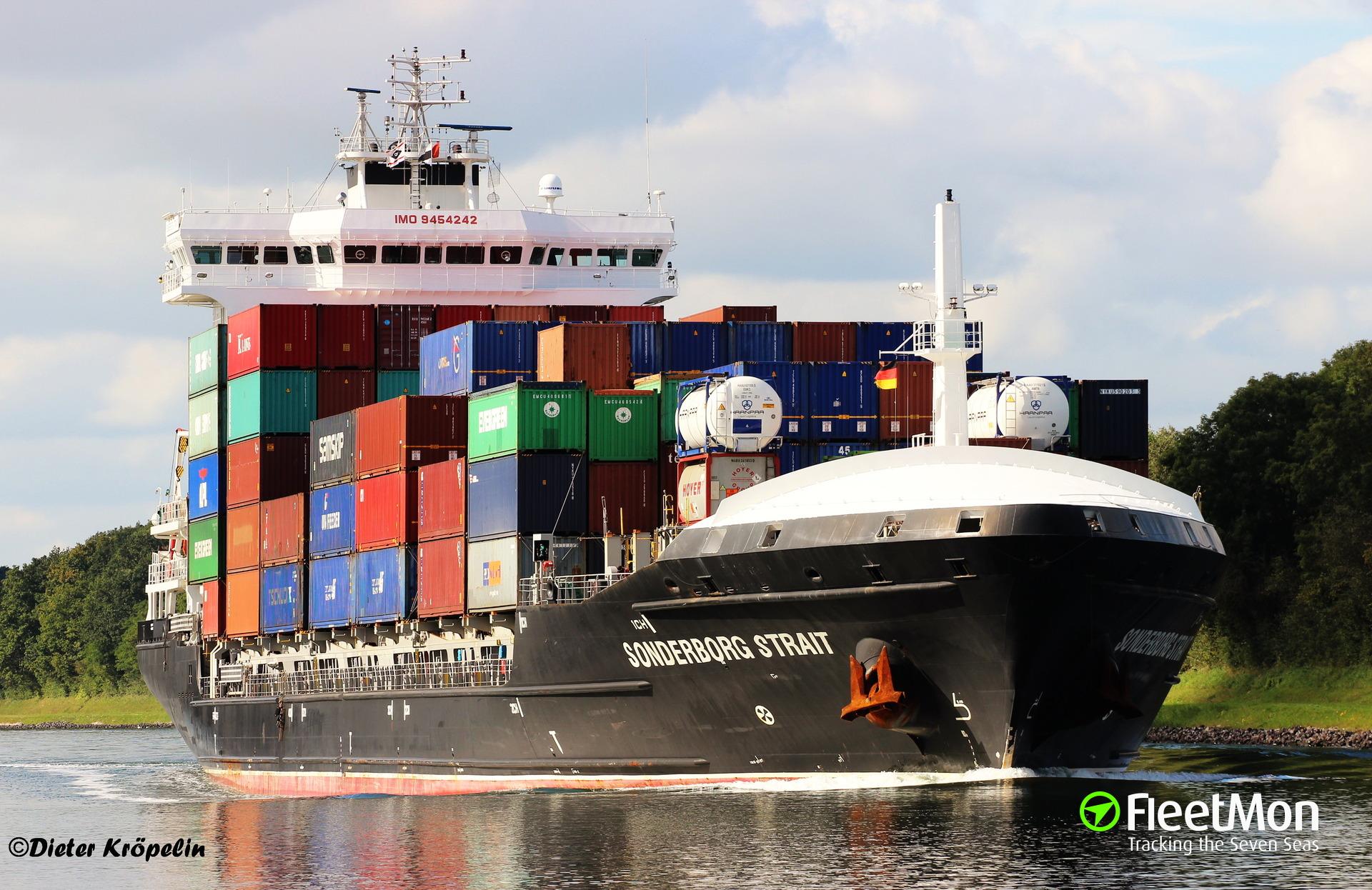 Container ship SONDERBORG STRAIT blocked Kiel Canal