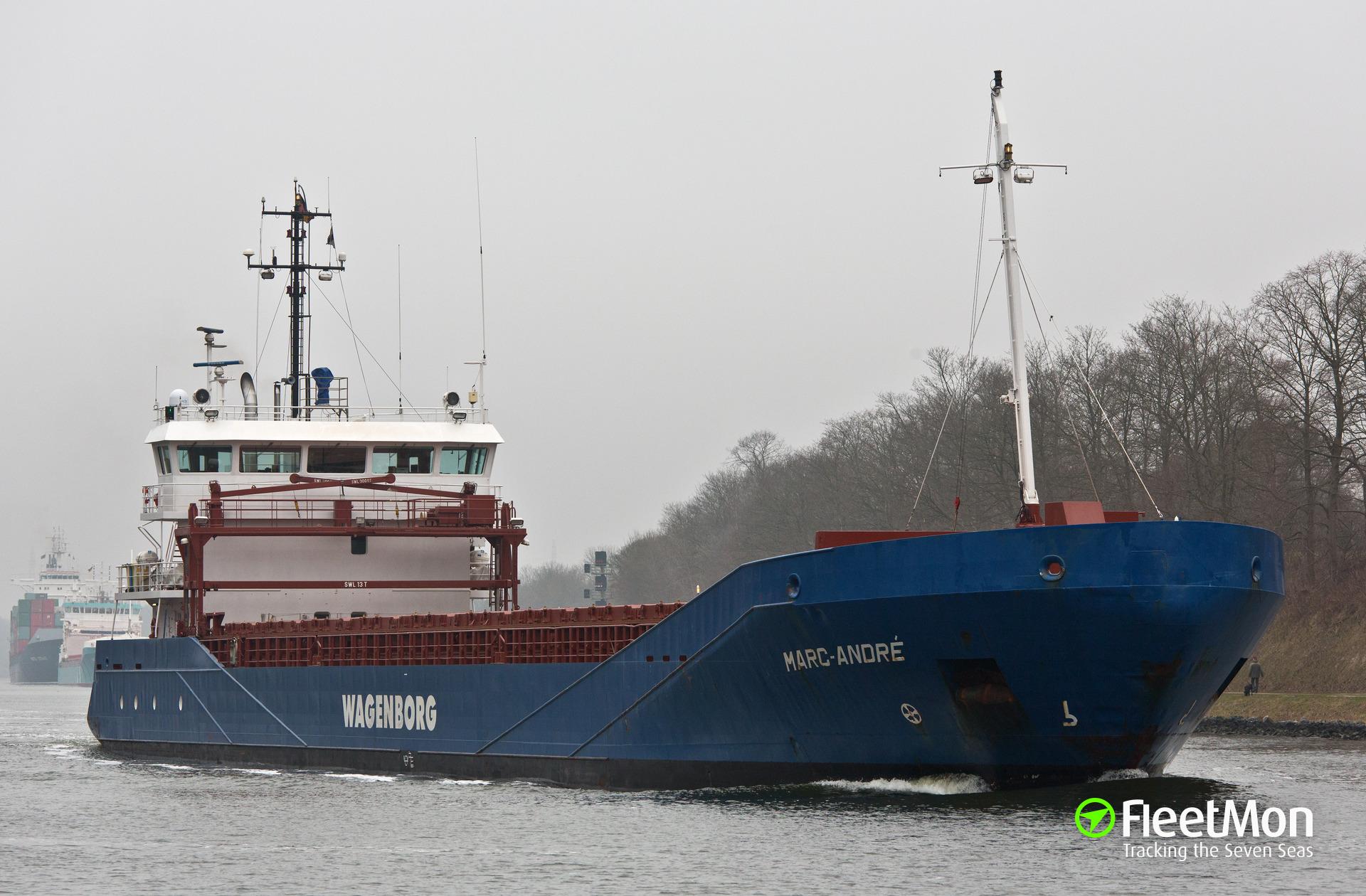 Oil spill in port of Hamburg